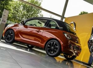 Tweedehands te koop: Opel ADAM Rood - Jam 12 Benz 70pk - Nieuw - Navi - Parkeersensoren achter - Cruise Control -
